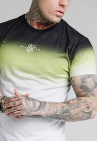 SIKSILK - SIKSILK HIGH FADE TEE - Print T-shirt - tri neon - 4