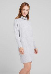 Noisy May Petite - NMCITY BAT DRESS - Jumper dress - light grey melange - 0
