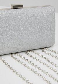L.Credi - MACAU - Pochette - light silver - 6