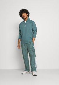 adidas Originals - UNISEX - Verryttelyhousut - hazy emerald - 1