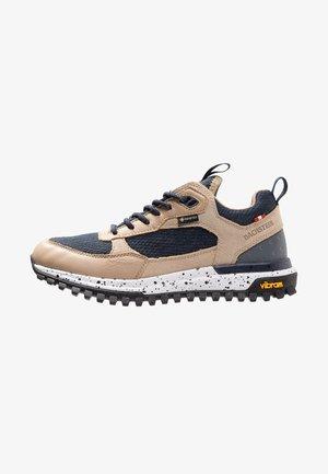 LINA LC GTX - Sports shoes - khaki