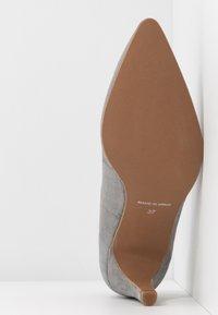 Brenda Zaro Wide Fit - WIDE FIT BENETT - Classic heels - siberia - 6