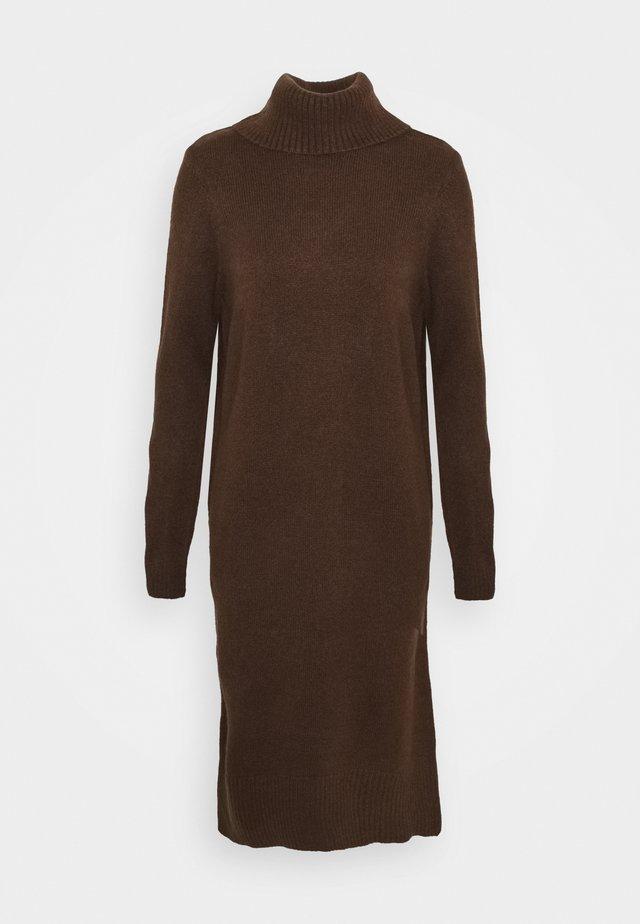 ONLBRANDIE ROLL NECK DRESS - Stickad klänning - chicory coffee