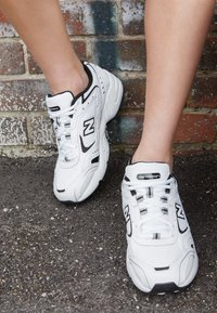 New Balance - WX452 - Baskets basses - white/black - 4