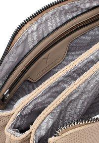 SURI FREY - ROMY  - Across body bag - sand - 5