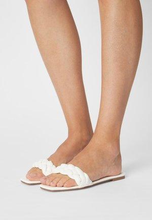 BRAIDED FLAT - Sandaler - white