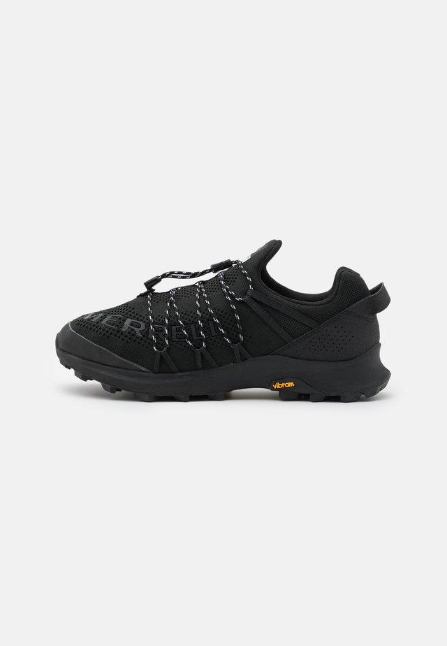 LONG SKY SEWN - Chaussures de running - black
