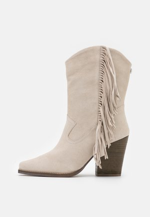 ZEHRA - Cowboy/biker ankle boot - bone