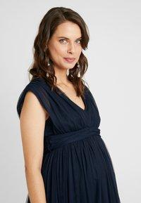 Anaya with love Maternity - GATHERED V FRONT MIDI DRESS - Koktejlové šaty/ šaty na párty - navy - 3