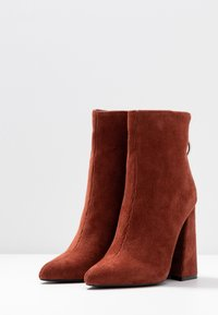 Dorothy Perkins - LOLA SKYE LAKE OVERSIZED RING POINT BOOT - High heeled ankle boots - brown - 4