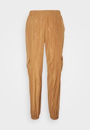 VMVELMA PANTS - Cargo trousers - tobacco brown