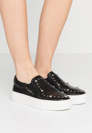 STELLATO DAPHNE  - Nazouvací boty - black