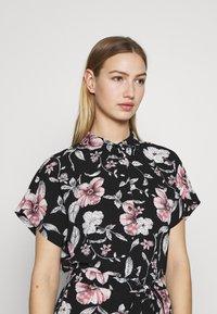 Vero Moda - VMSAHANNA DRESS - Košilové šaty - black - 3