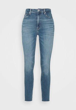 HIGH RISE SKINNY ANKLE - Skinny džíny - mid blue embro