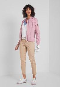 Cross Sportswear - BOMBER JACKET - Kurtka przeciwdeszczowa - old pink - 1
