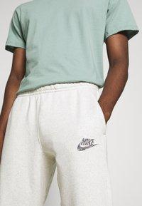 Nike Sportswear - Spodnie treningowe - multicolor/white - 4