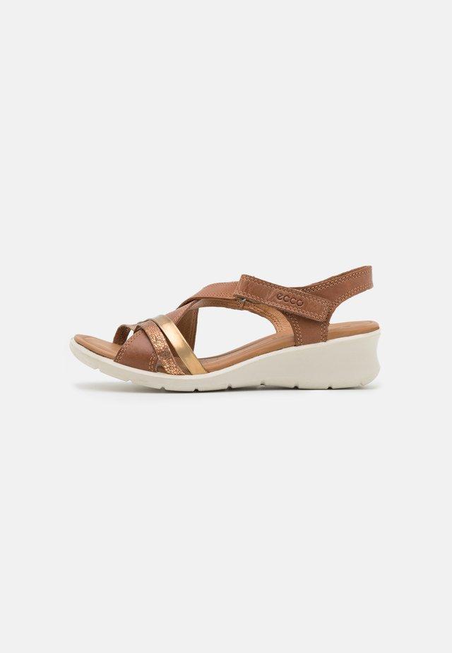 FELICIA - Sandalen met sleehak - bronze