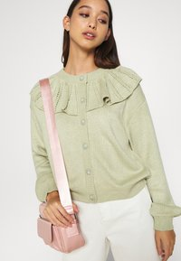 Monki - MIMMI  - Strikjakke /Cardigans - green - 4
