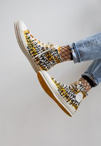 Converse - CHUCK 70 MY STORY - Sneakers high - egret/amarillo/black - 2