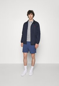 Polo Ralph Lauren - 6-INCH POLO PREPSTER TWILL SHORT - Shorts - rustic navy - 1