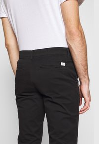 Jack & Jones - JJIMARCO JJDAVE 2 PACK - Chino - black/dusty olive - 5