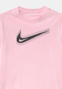 Nike Sportswear - UNISEX - Triko spotiskem - pink foam - 2