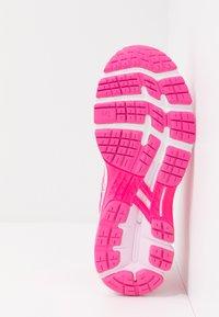 ASICS - GEL-KAYANO 26 - Stabilní běžecké boty - pink glo/cotton candy - 4