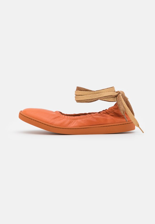 Ankle strap ballet pumps - frappe