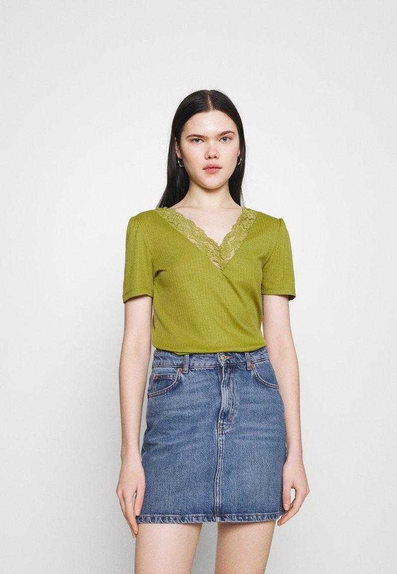 Vila - VIATHALINA V NECK  - Camiseta estampada - green olive