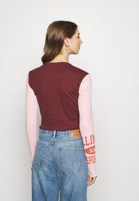 BDG Urban Outfitters - COLLEGIATE LETTUCE TEE - Long sleeved top - burgundy - 2