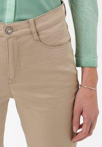 BRAX - STYLE MARY  - Pantalon classique - sand - 3