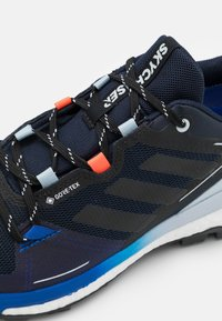 adidas Performance - TERREX SKYCHASER 2 GORE-TEX - Hiking shoes - legend ink/halo blue/solar red - 5