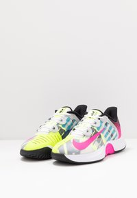 Nike Performance - COURT AIR ZOOM TURBO - Tenisové boty na všechny povrchy - white/laser fuchsia/sapphire/hot lime - 2