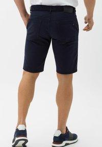 BRAX - BENNET - Denim shorts - marine - 2