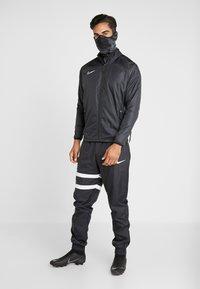 Nike Performance - STRIKE SNOOD UNISEX - Tubhalsduk - anthracite/black/reflective black - 1