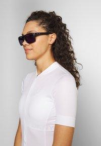 Oakley - HOLBROOK - Sonnenbrille - matte black/prizm violet - 1