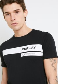 Replay - Camiseta estampada - black - 6