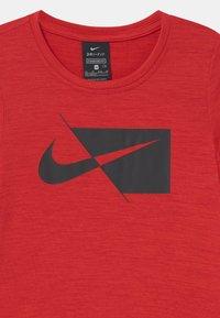 Nike Performance - Print T-shirt - university red/black - 2