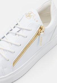 SIKSILK - LEGACY ANACONDA - Sneakers basse - white - 5