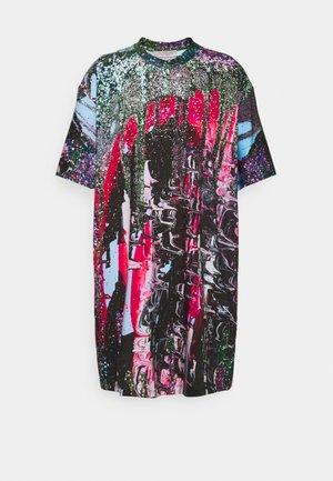 MINDSCAPE JUMBO SHORT SLEEVE - Žerzejové šaty - pink