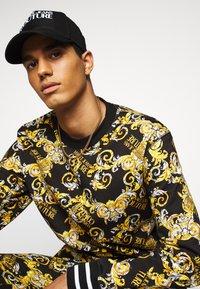 Versace Jeans Couture - PRINT NEW LOGO - Sweatshirts - nero - 2