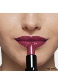 Bobbi Brown - LUXE LIP COLOR - Lipstick - red berry - 4