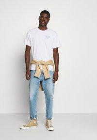 Levi's® - TEE UNISEX - Print T-shirt - white - 1