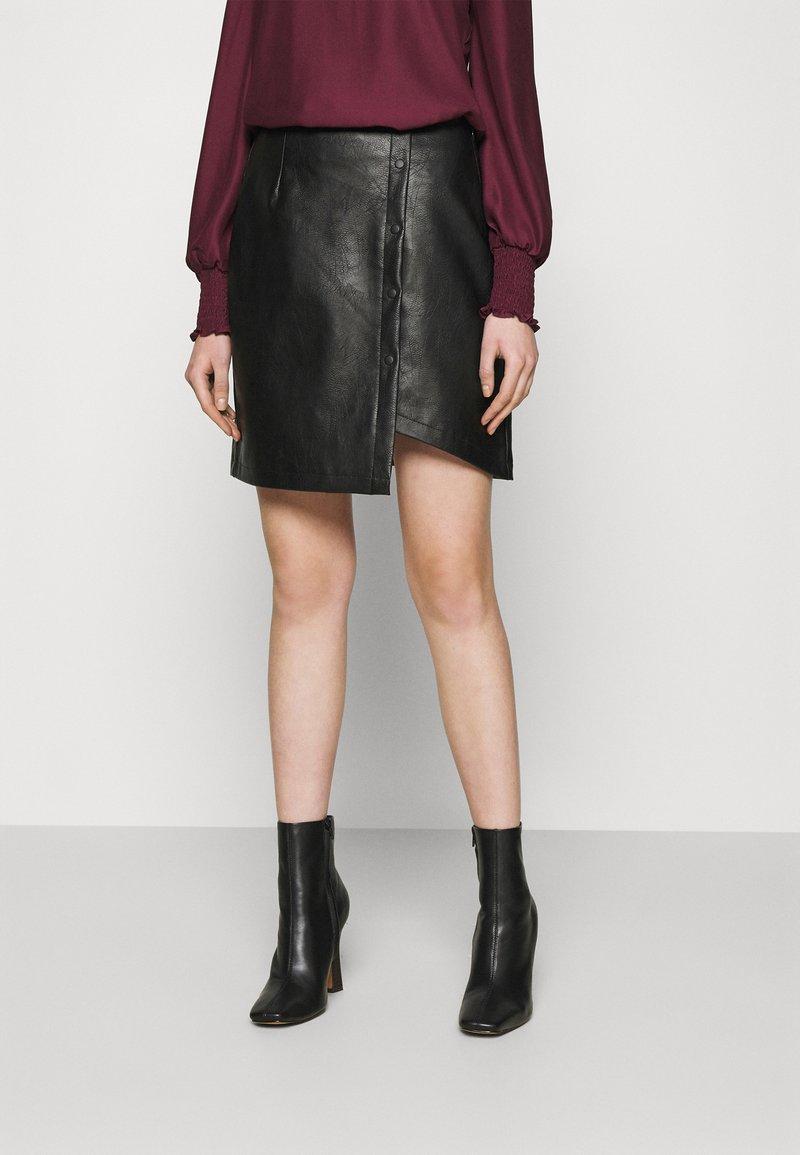 Vero Moda - VMZISSY SHORT COATED SKIRT  - Mini skirt - black