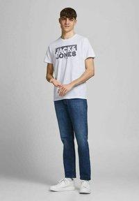 Jack & Jones - 5 PACK - T-shirt z nadrukiem - white - 0