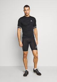 ODLO - STAND UP COLLAR ZIP ESSENTIAL - T-Shirt print - black - 1