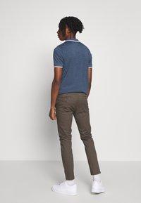 Burton Menswear London - Chinot - khaki - 2