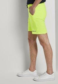 TOM TAILOR DENIM - Shorts - neon green - 3