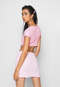 Jaded London - HEART CUT OUT WRAP  - Triko s potiskem - pink - 2