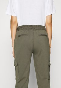 Freequent - FQNANNI ANKLE CAR - Trousers - olive - 3